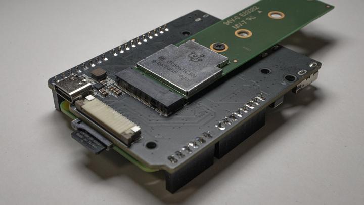 摄像头接口和安装Google Coral AI 卡的M.2接口