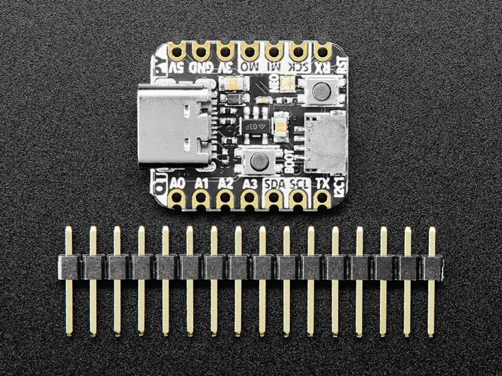 Adafruit QT Py RP2040 板