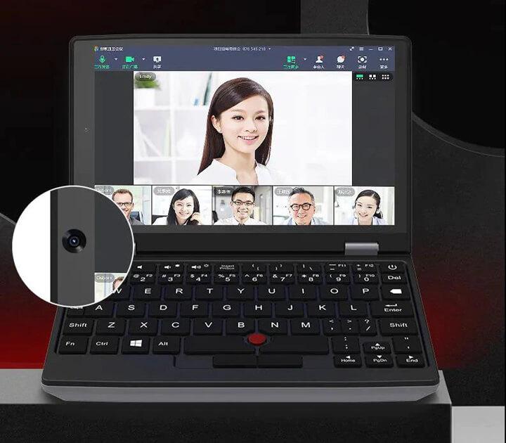 迷你笔记本电脑通过网络摄像头进行zoom会议