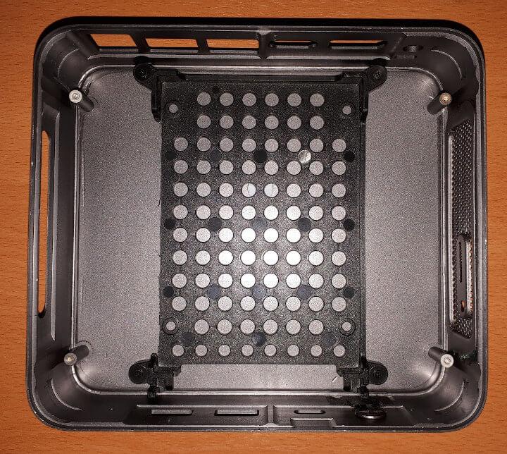 MINISFORUM X35G固态硬盘的位置