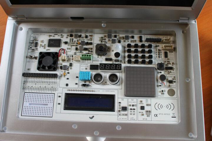 CrowPi2电子学习套件
