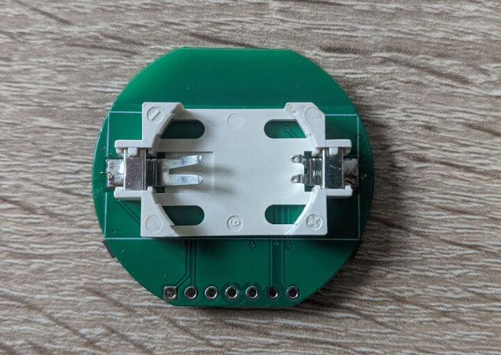 安装了纽扣电池的nrf52840模块
