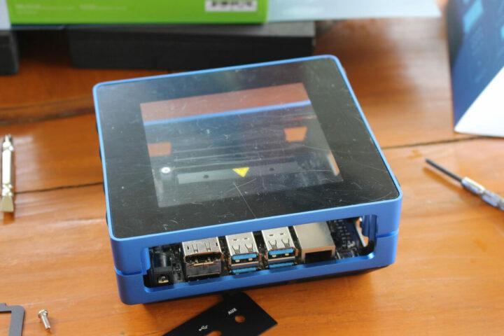 安装Jetson Nano开发套件和散热片到Re_computer机箱