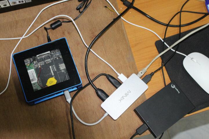 通过USB-C 端口扩展接口